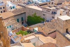 Vista sopra i tetti di Palma de Mallorca dal terrazzo della cattedrale di Santa Maria di Palma, anche conosciuta come La Seu immagini stock