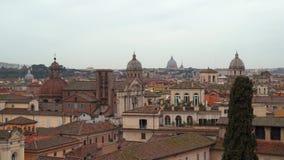 Vista sopra i tetti di Roma video d archivio
