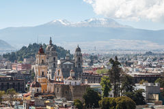 Vista sopra il centro storico coloniale di Toluca immagine stock
