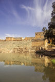 Vista sopra il fiume di Oum Errabia e la città di Kasba Tadla in Béni-Mellal immagini stock libere da diritti