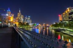 Vista sopra il fiume di Yarra dal ponte di Sandridge a Melbourne Fotografie Stock