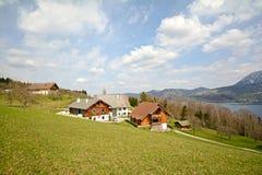 Vista sopra il lago Attersee - coltivi le feste, terra di Salzburger - alpi Austria Fotografie Stock Libere da Diritti