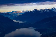 Vista sopra il lago di Thun Fotografia Stock Libera da Diritti