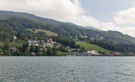 Vista sopra il lago Mondsee in alpi austriache Fotografie Stock