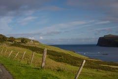 Vista sopra il lago Pooltiel nell'isola di Skye Fotografia Stock