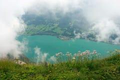 Vista sopra il lago Walensee attraverso le nubi Fotografia Stock Libera da Diritti