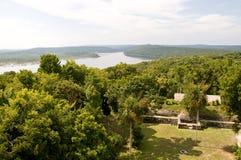 Vista sopra il lago Yaxha immagini stock