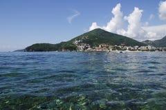 Vista sopra il mare adriatico al budva nel Montenegro fotografia stock