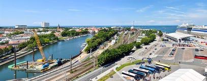 Vista sopra il nde del ¼ di Warnemà della città nello stato Meclemburgo-Pomerania, Germania immagine stock libera da diritti