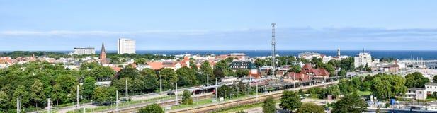 Vista sopra il nde del ¼ di Warnemà della città nello stato Meclemburgo-Pomerania, Germania fotografie stock libere da diritti