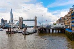 Vista sopra il Tamigi a Londra, Regno Unito Fotografie Stock Libere da Diritti