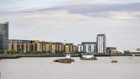 Vista sopra il Tamigi verso Deptford a Londra, Regno Unito immagine stock