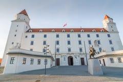 Vista sopra l'entrata al castello di Bratislava Immagine Stock