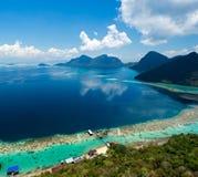 Vista sopra l'isola di Bohey Dulang Fotografia Stock