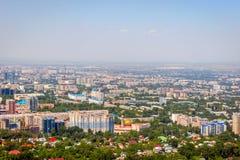 Vista sopra l'orizzonte di Almaty Immagini Stock