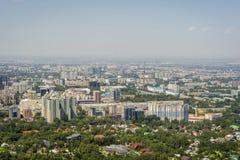 Vista sopra l'orizzonte di Almaty Fotografia Stock