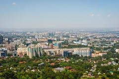 Vista sopra l'orizzonte di Almaty Fotografia Stock Libera da Diritti