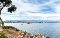 Vista sopra la baia dal ` Antibes, Antibes del cappuccio d Fotografia Stock
