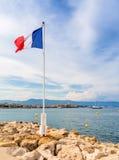 Vista sopra la baia di Antibes dal ` Antibes del cappuccio d Immagine Stock Libera da Diritti