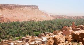 Vista sopra la città antica e l'oasi di Tinerhir nel Marocco Fotografie Stock
