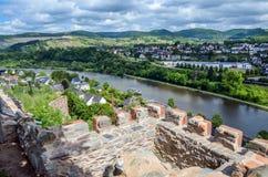 Vista sopra la città di Saarburg, Germania Fotografia Stock