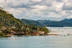 Vista sopra la linea costiera di Golfito, Costa Rica immagine stock libera da diritti