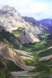Vista sopra la valle dell'alpe di gramai nelle montagne del karwendel delle alpi europee Immagini Stock Libere da Diritti