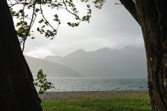 Vista sopra Lago Maggiore e le montagne circostanti Fotografie Stock