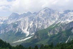 Vista sopra le alpi albanesi dal passaggio di Valbona Fotografia Stock