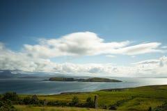 Vista sopra le isole di estate in Scozia del Nord Fotografia Stock Libera da Diritti