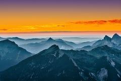 Vista sopra le montagne blu Fotografie Stock