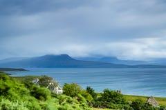 Vista sopra le montagne a distanza in Scozia del Nord Fotografia Stock Libera da Diritti
