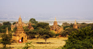 Vista sopra le tempie in Bagan Fotografia Stock