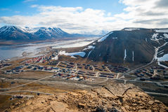 Vista sopra Longyearbyen da sopra, le Svalbard Fotografia Stock