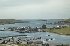 Vista sopra Scalloway, isole Shetland, Scozia fotografia stock libera da diritti