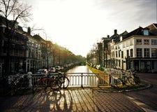 Vista sopra un canale a Delft fotografia stock libera da diritti