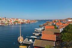 Vista sopra un villaggio della costa sulla costa ovest svedese immagine stock libera da diritti