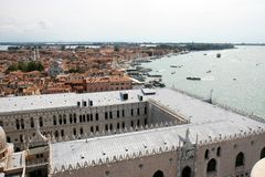 Vista sopra Venezia ed i Doges palazzo, Italia Immagini Stock