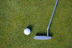 Vista sopraelevata del club di golf e della palla Fotografia Stock Libera da Diritti