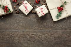 Vista sopraelevata del fondo di concetto degli ornamenti e di Buon Natale e del buon anno delle decorazioni Fotografie Stock Libere da Diritti