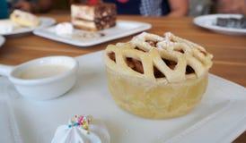 Vista sopraelevata della crostata casalinga della torta di mele con lo spazio della copia Fotografia Stock Libera da Diritti