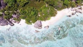 Vista sopraelevata della fonte D'argent di Anse in La Digue - Seychelles I Fotografia Stock Libera da Diritti