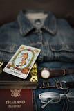 Vista sopraelevata delle blue jeans e degli accessori Fotografia Stock Libera da Diritti