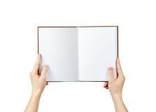 Vista sopraelevata delle mani che giudicano un libro in bianco pronto con lo spac della copia Immagini Stock Libere da Diritti
