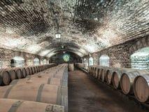 Vista sotterranea di distilery del vino di chilena fotografia stock libera da diritti