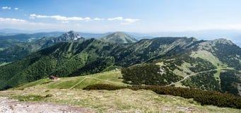 Vista spettacolare dalla collina di Velky Krivan in montagne di Mala Fatra in Slovacchia Fotografia Stock Libera da Diritti