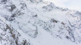 Vista spettacolare della cresta innevata della montagna Immagini Stock Libere da Diritti