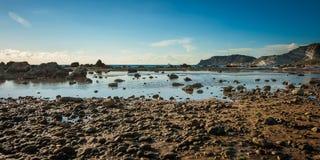 Vista splendida su una spiaggia del deserto in Sicilia, Italia Immagine Stock Libera da Diritti