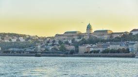 Vista stabilita il Danubio di Sun a Budapest fotografie stock libere da diritti