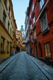 Vista stan della via di gamla di Storkyrkan fotografie stock libere da diritti